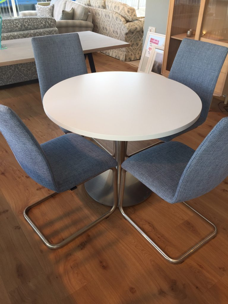 David Salmon Round Table With 4 Venjakob Chairs